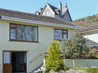 HILLSIDE, pet friendly, luxury holiday cottage, with a garden in Grange-Over-Sands, Ref 5163 - Cumbria vacation rentals