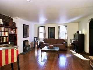 Large garden apartment in townhouse sleeps 2 - New York City vacation rentals