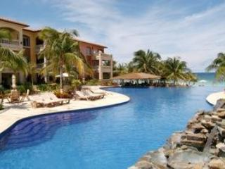 Infinity swimming pool - 2 bedroom condo @ Infinity Bay in West Bay Roatan - Roatan - rentals