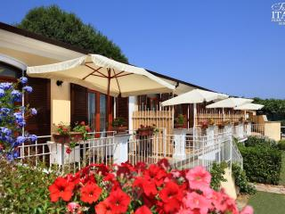 Il Monolocale 2 - Sant'Agata sui Due Golfi vacation rentals