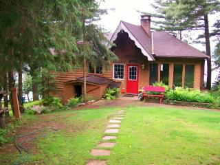 Booth Lane - 3 Bedroom 4 Season Cottage -  FALL WE - Bancroft vacation rentals
