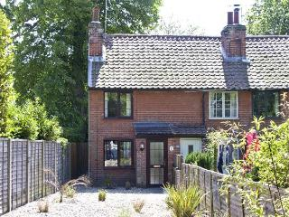 12A EAST ROW, pet friendly, with a garden in Holbrook, Ref 6140 - Woodbridge vacation rentals