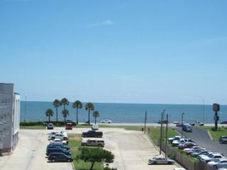 Casa del Vista has a breathtaking view of the Gulf of Mexico. - Bacliff vacation rentals