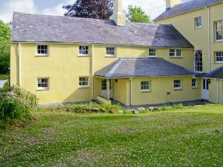 THE BEECHES, family friendly, character holiday cottage, with a garden in Carmarthen, Ref 7026 - Burry Port vacation rentals