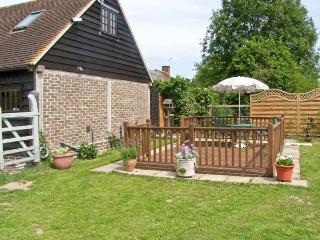 THE STUDIO, HORSESHOE COTTAGE, pet friendly, country holiday cottage, with a garden in Fulbourn, Ref 5631 - Cowbeech vacation rentals