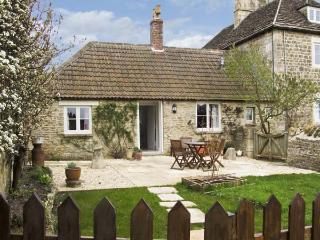 FARM VIEW COTTAGE, pet friendly, country holiday cottage, with open fire in Upper Seagry, Ref 7125 - Swindon vacation rentals