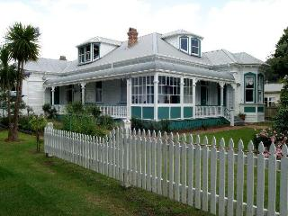 Historic lodge seaside in  Matauwhi Bay, RUSSELL - Russell vacation rentals