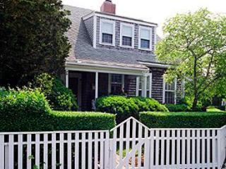 2 Bedroom 2 Bathroom Vacation Rental in Nantucket that sleeps 5 -(9986) - Image 1 - Nantucket - rentals