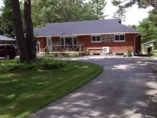 AllTheBestOne Grand Bend Cottage - Grand Bend vacation rentals