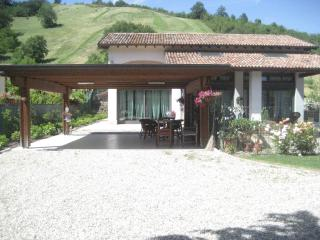 A romantic house in the countryside near Parma - Specchio vacation rentals