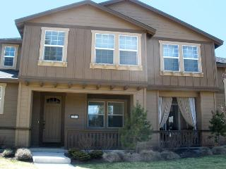 In Downtown! Modern Home Comfort with Easy Access to Everything Bend! Hot tub - Bend vacation rentals