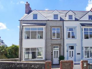 SEASHELLS, NO. 1 BEACH ROAD, family friendly, with a garden in Rhosneigr, Ref 6260 - Island of Anglesey vacation rentals
