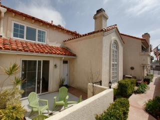 San Diego 3 Bedroom Condo 2 blocks to Beach, Wifi - Pacific Beach vacation rentals