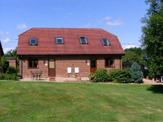 MOLE HILL COTTAGE, romantic, country holiday cottage, with a garden in Alderholt, Ref 6969 - Whiteparish vacation rentals