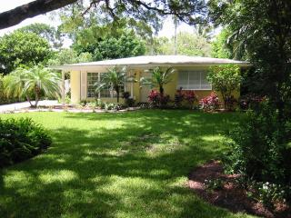 3 BR 3 BA Oasis, perfect location in Olde Naples - Naples vacation rentals