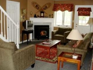 "Main Living area on first floor - Large Condo, 2 pools, A/C, Wifi, 46"" TV 3 bdrm/bth - Lincoln - rentals"