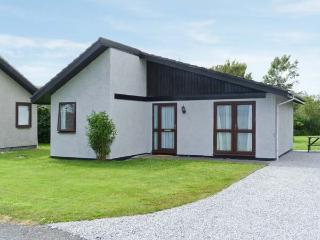 3 LAIGH ISLE, pet friendly, with a garden in Isle Of Whithorn, Ref 5292 - Dumfries & Galloway vacation rentals