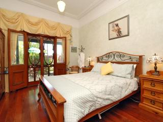Arty 1927 B&B 5 mins from Perth CBD. - Inglewood vacation rentals