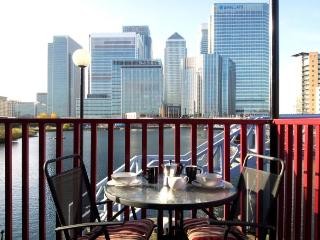 Canary Wharf London Docklands 2 bed harbour view - London vacation rentals