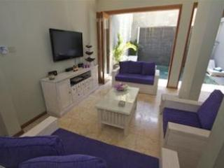 Foyer to Lounge with TV,DVD and Theatre sound - Pondok Mira - Kuta - rentals