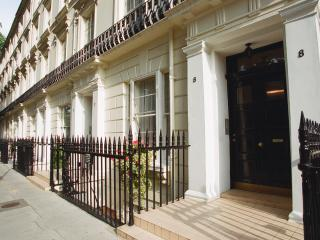 Central London Kensington Gardens Apartment Studio - London vacation rentals