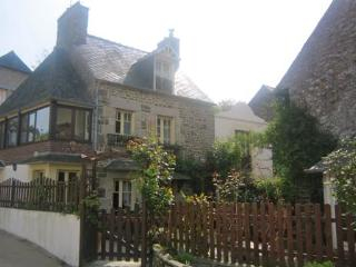 Traditional 2 bedroom cottage near Dinan (B018) - Brittany vacation rentals