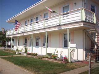 2 br apt in Wildwood Crest, NJ 3 blocks from beach - Wildwood Crest vacation rentals