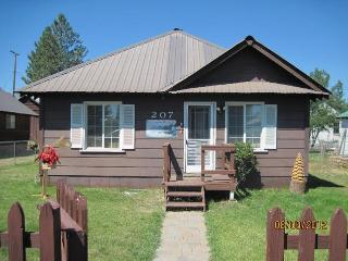 Westwood's Country Cottage  (near lake Almanor) - Peninsula Village vacation rentals