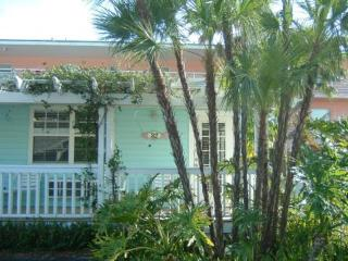 Anna Maria Island Cottage w/housekeepng - Bradenton Beach vacation rentals
