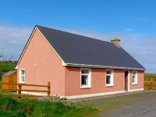 NEWTOWN COTTAGE, pet friendly, country holiday cottage, with a garden in Carrigaholt, County Clare, Ref 4639 - County Clare vacation rentals