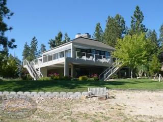 Big Bear Lakefront Cabin a spacious lakefront Vacation Cabin in Big Bear with beautiful lake views and plenty of room for entert - Big Bear Lake vacation rentals