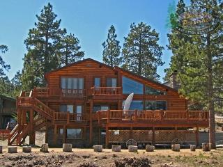 Destros Lakefront Cabin you can relax in this dog friendly Big Bear lakefront Vacation Cabin with dock access, wifi, and BBQ. - Fawnskin vacation rentals
