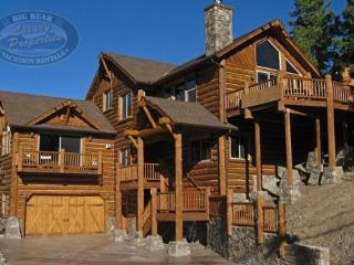 Geronimo Lodge Cabin a gorgeous luxury log Vacation Cabin in Big Bear with views of Bear Mountain Ski Resort and relaxing outdoo - Big Bear Area vacation rentals
