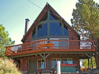 Mountain Top Views a Big Bear Vacation Cabin with views of the local ski resort offers a tranquil paradise buried deep in the mo - Big Bear Lake vacation rentals