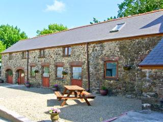 THE CORN LOFT, family friendly, character holiday cottage, with a garden in Haverfordwest, Ref 7187 - Pembrokeshire vacation rentals