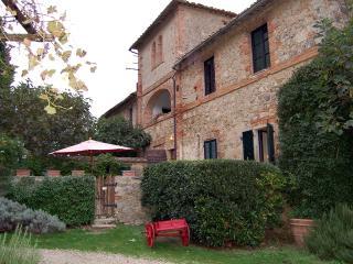 Borgo di Stomennano - Cortile - Monteriggioni vacation rentals