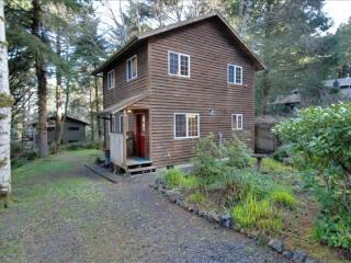 Arbor House a Cozy Getaway 2 bedroom 1 bath home Sleeps 6 - 39572 - Cannon Beach vacation rentals