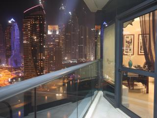 5 mins Metro  Mall, Beach and Restaurants sleeps 6 - Dubai Marina vacation rentals