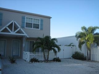 Sea Breeze Retreat! - Holmes Beach vacation rentals