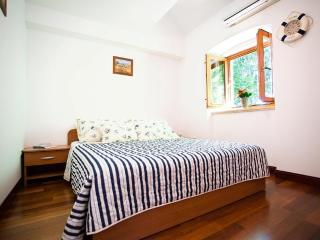 Dalmatian apartments-Studio-apartment Lovor - Split vacation rentals