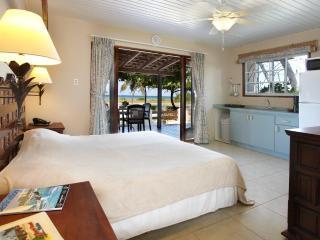 Aruba Sunset Beach Studio - Malmok Beach vacation rentals
