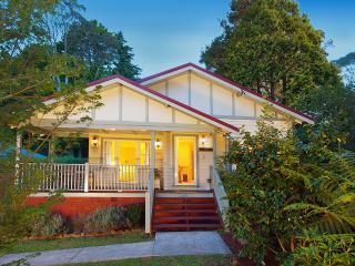 Brantwood Cottage -Luxury Blue Mountains Accommodation - Wentworth Falls vacation rentals