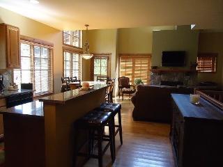 Goldenbar 25 Two bedroom, Two Bath Townhome Sleeps 6. WIFI, Pet Friendly - Southwestern Idaho vacation rentals