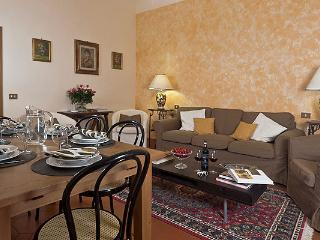 Elegant 4 Bedroom Vacation Apartment in Florence - Tuscany vacation rentals