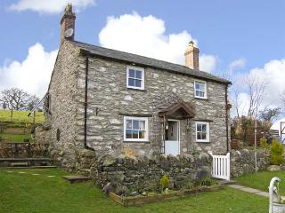 PEN-Y-FRON, pet friendly, character holiday cottage, with a garden in Llanrwst, Ref 5451 - Llanrwst vacation rentals