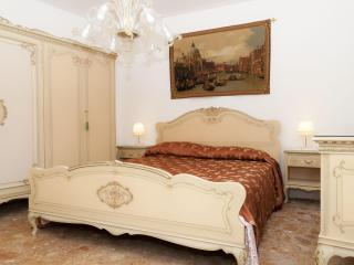 A true Venetian house 5 minutes from S.Mark Square - Portegrandi vacation rentals