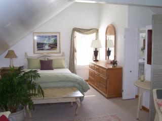 Lilac Cottage B&B guest suite w/ private entrance - Mid-Coast and Islands vacation rentals