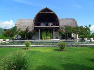 A stunning architect designed contemporary villa, set right on the beach of Lovina in Northern Bali. Villa Shanti - Lovina vacation rentals
