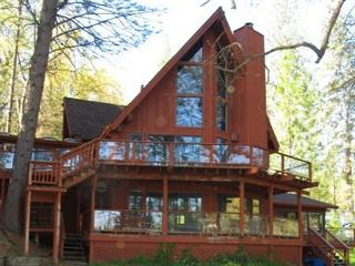 LakeFront Property, w/plenty of space and beautiful atmosphere! - Groveland vacation rentals