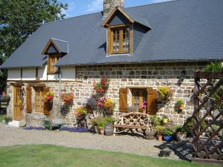Le Champ Sous le Bois Wheel Cottage - Cherence-Le-Roussel vacation rentals